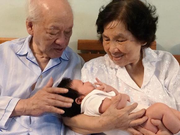 Vợ chồng Hà Anh đưa con hơn 1 tháng tuổi ra Hà Nội thăm gia đình sau chuyến du lịch Đà Nẵng - Ảnh 3
