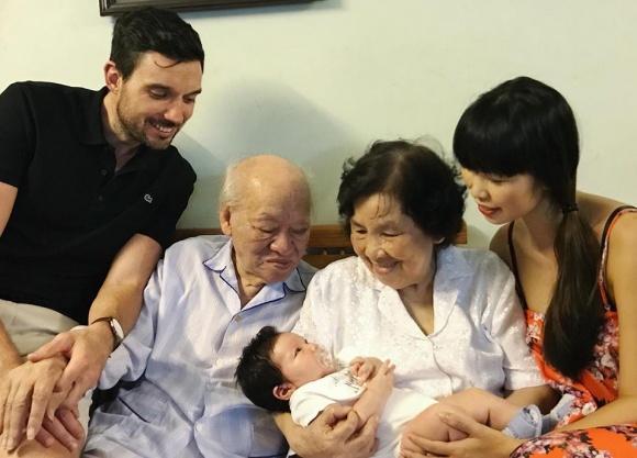 Vợ chồng Hà Anh đưa con hơn 1 tháng tuổi ra Hà Nội thăm gia đình sau chuyến du lịch Đà Nẵng - Ảnh 4