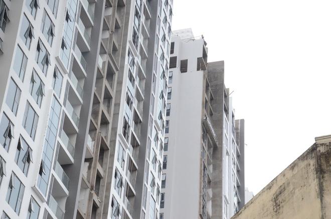 Hà Nội vừa xảy ra rung lắc mạnh, nhiều người dân hoảng hốt lao ra khỏi các tòa nhà cao tầng - Ảnh 5