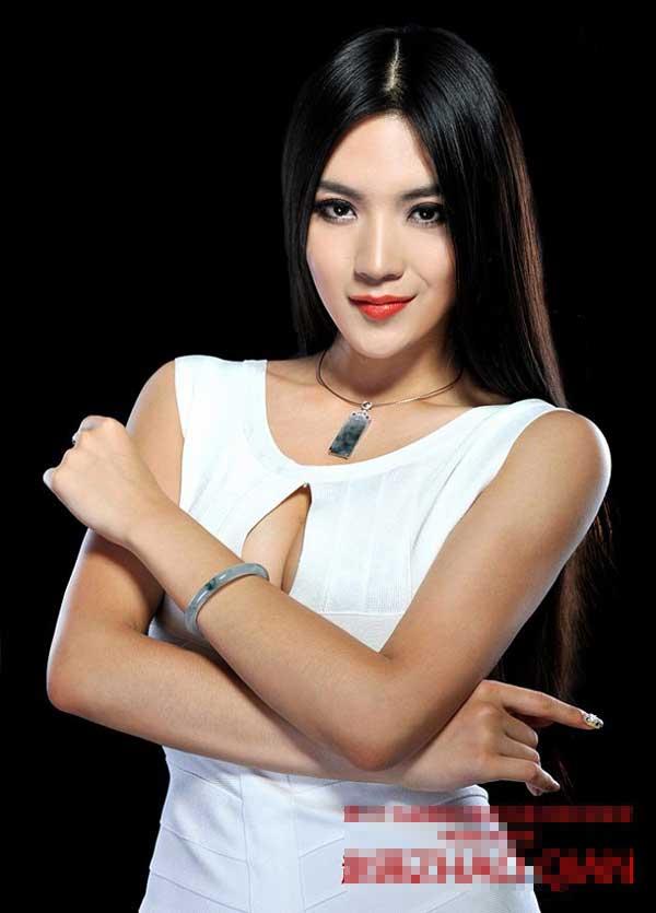 Bí quyết giữ đôi chân nuột nà 1,12m của mỹ nữ Mông Cổ - Ảnh 1