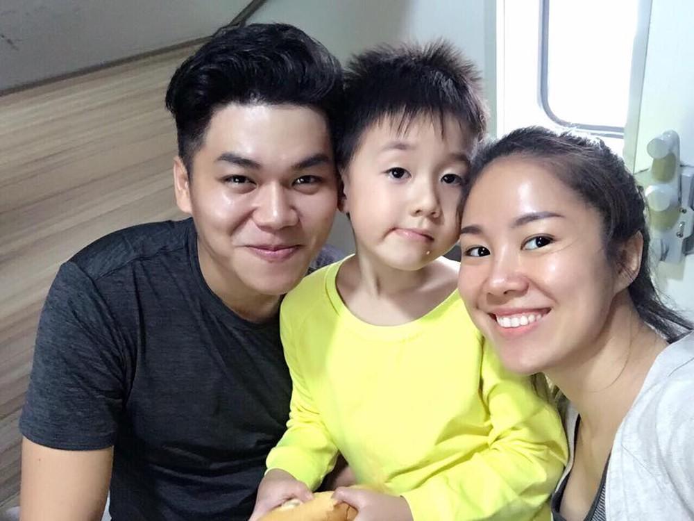Với hình ảnh này, Lê Phương vô tình 'bóc trần' quan hệ thật giữa Trung Kiên và bố mẹ vợ - Ảnh 1