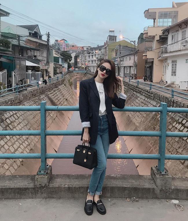 Học ngay 11 set đồ của Hoa hậu Hương Giang cách mix quần jeans từ đơn giản đến cá tính - Ảnh 4