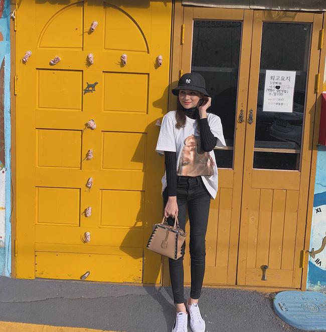 Học ngay 11 set đồ của Hoa hậu Hương Giang cách mix quần jeans từ đơn giản đến cá tính - Ảnh 6