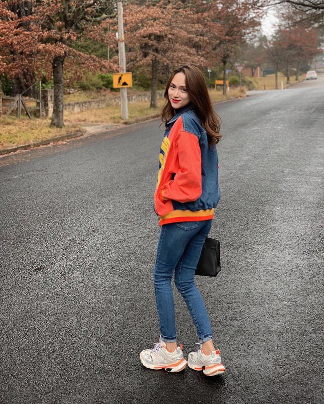 Học ngay 11 set đồ của Hoa hậu Hương Giang cách mix quần jeans từ đơn giản đến cá tính - Ảnh 9