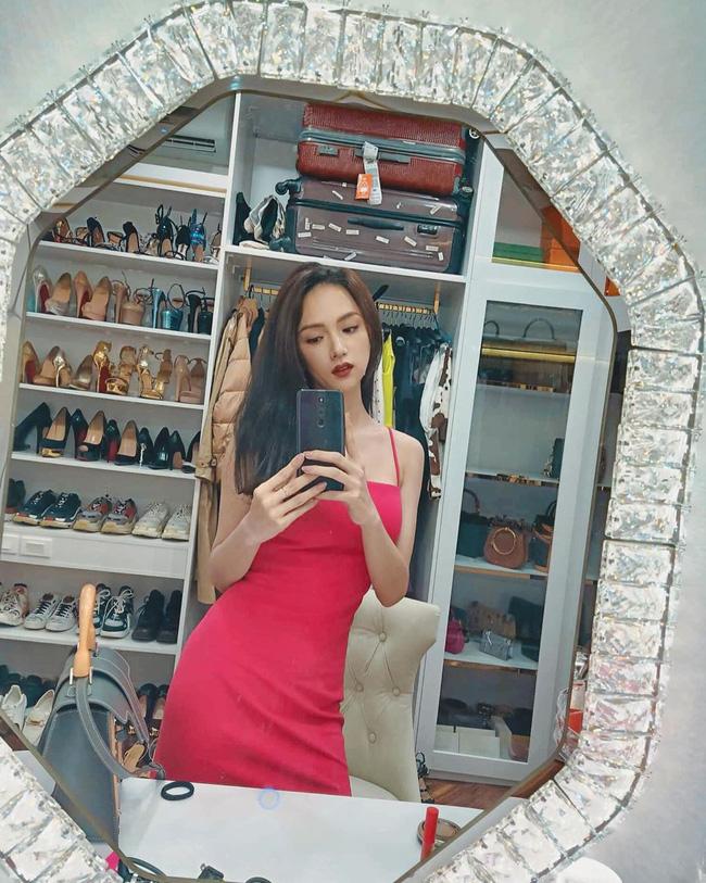 Khoe tủ hàng hiệu cả tỷ bạc nhưng chi tiết này mới khiến Hoa hậu Hương Giang được chú ý nhất - Ảnh 1