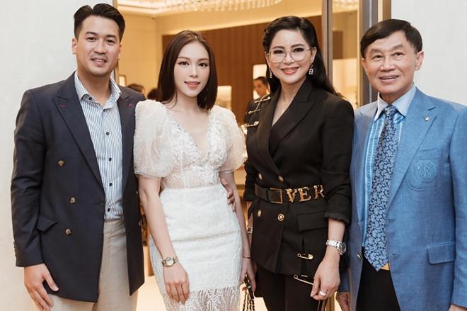Linh Rin gặp gỡ bố mẹ thiếu gia Phillip Nguyễn - Ảnh 1