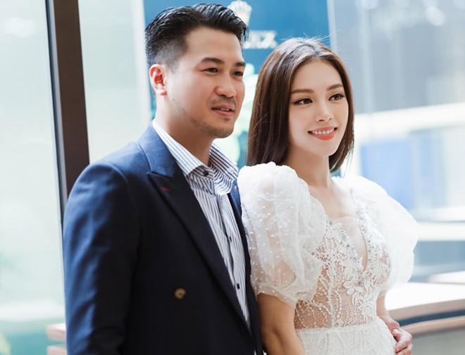 Linh Rin gặp gỡ bố mẹ thiếu gia Phillip Nguyễn - Ảnh 2