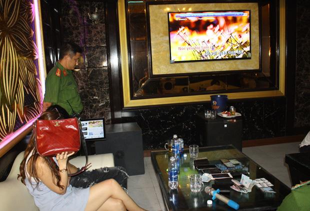 Vừa ra tù, thanh niên 19 tuổi mang 30 triệu mua ma túy đãi sinh nhật bạn trong quán karaoke - Ảnh 2