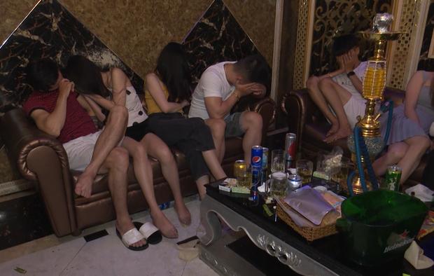 Vừa ra tù, thanh niên 19 tuổi mang 30 triệu mua ma túy đãi sinh nhật bạn trong quán karaoke - Ảnh 4