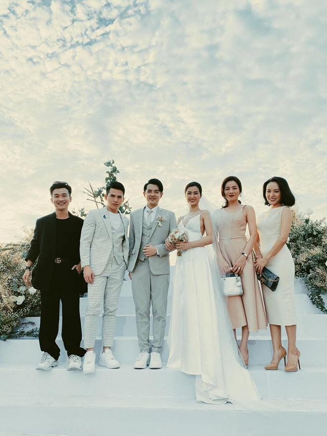 Chị em ra mà 'hóng' cả một kho ý tưởng diện đồ đi đám cưới siêu sang chảnh, quý phái từ dàn sao dự hôn lễ Đông Nhi - Ông Cao Thắng này! - Ảnh 7
