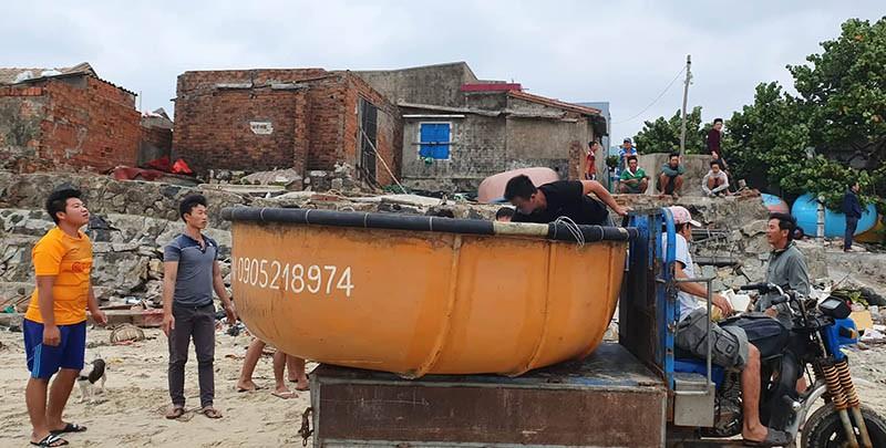 Cuộc sơ tán dân tránh bão số 6 lớn nhất ở Phú Yên - Ảnh 1