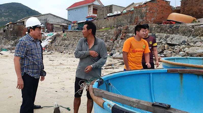Cuộc sơ tán dân tránh bão số 6 lớn nhất ở Phú Yên - Ảnh 2