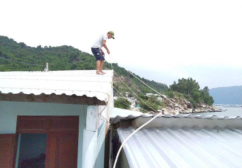 Cuộc sơ tán dân tránh bão số 6 lớn nhất ở Phú Yên - Ảnh 3