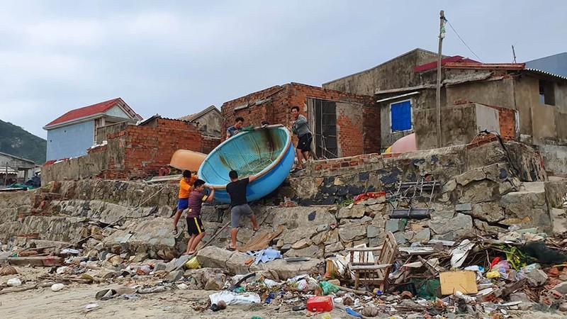 Cuộc sơ tán dân tránh bão số 6 lớn nhất ở Phú Yên - Ảnh 5