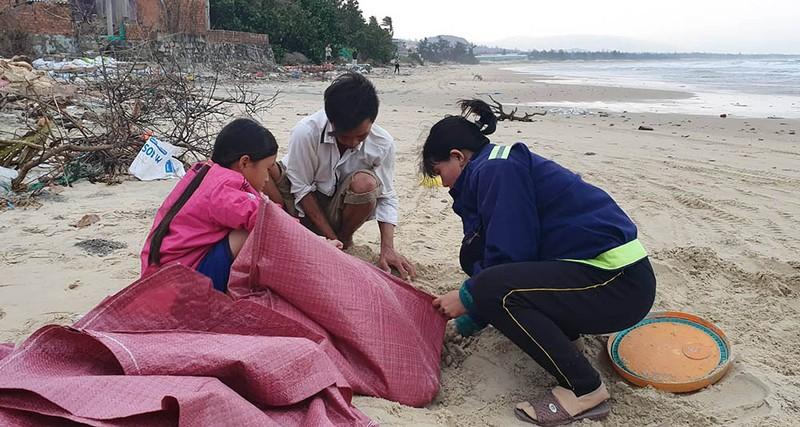 Cuộc sơ tán dân tránh bão số 6 lớn nhất ở Phú Yên - Ảnh 7