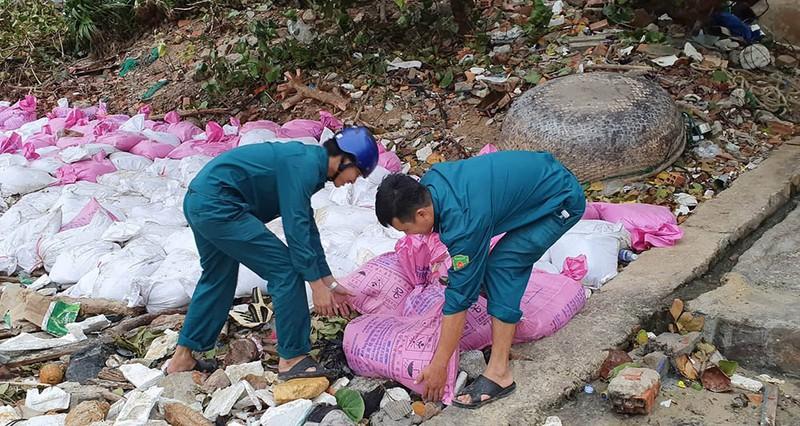 Cuộc sơ tán dân tránh bão số 6 lớn nhất ở Phú Yên - Ảnh 8