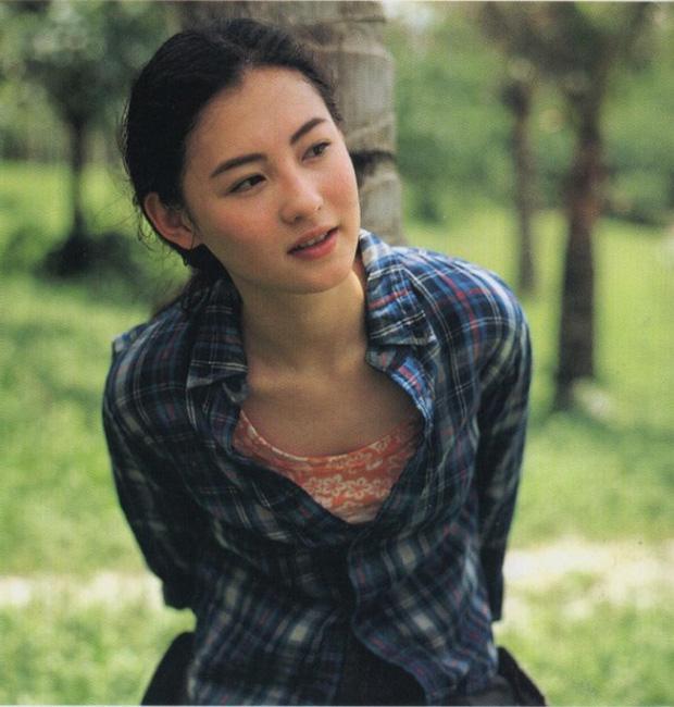 Năm 20 tuổi đã đẹp xuất chúng nhường này, bảo sao Trương Bá Chi vỗ ngực tự tin 'mình chỉ đẹp sau mỗi Lê Tư' - Ảnh 7
