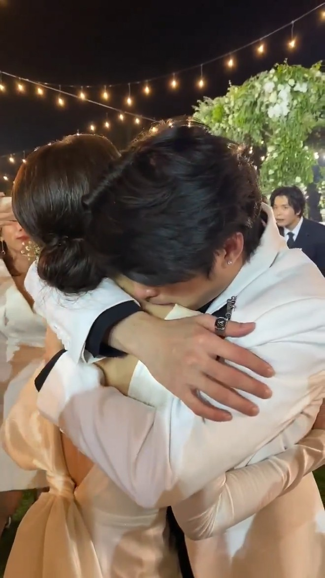 Noo Phước Thịnh khóc nức nở khi chúc phúc cho Đông Nhi - Ảnh 1