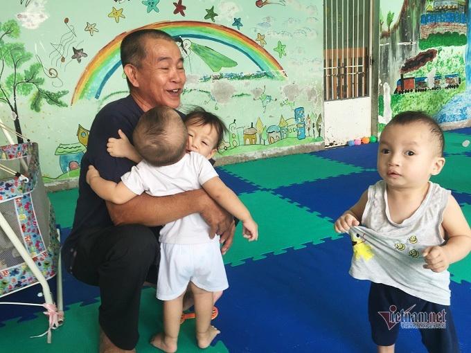 Người đàn ông Sài Gòn tặng cơ ngơi 100 tỷ, xây thêm nhà nuôi trẻ mồ côi - Ảnh 1