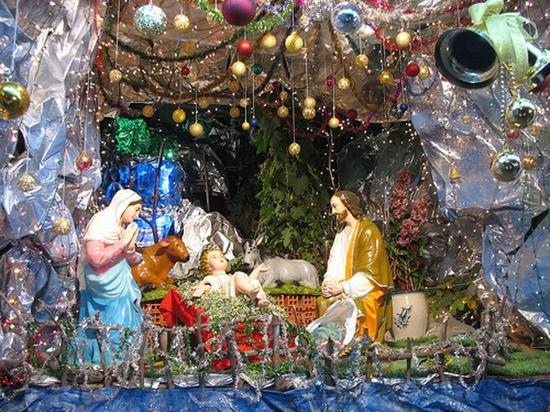 Làm hang đá Chúa giáng sinh trong nhà đơn giản
