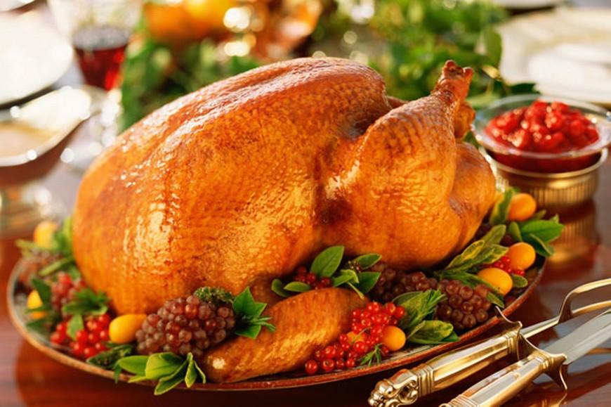 Gà tây là món ăn quen thuộc trong bữa ăn ngày Giáng sinh