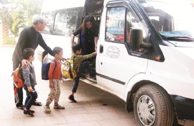 39 trường hợp xe đưa đón học sinh tại Hà Nội bị xử phạt - Ảnh 1