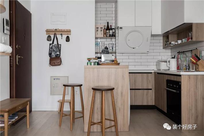 Căn hộ 60m² 'ghi điểm' với cách thiết kế và bố trí nội thất rất khoa học của cặp vợ chồng trẻ - Ảnh 2