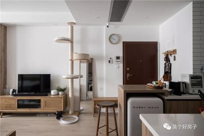 Căn hộ 60m² 'ghi điểm' với cách thiết kế và bố trí nội thất rất khoa học của cặp vợ chồng trẻ - Ảnh 3
