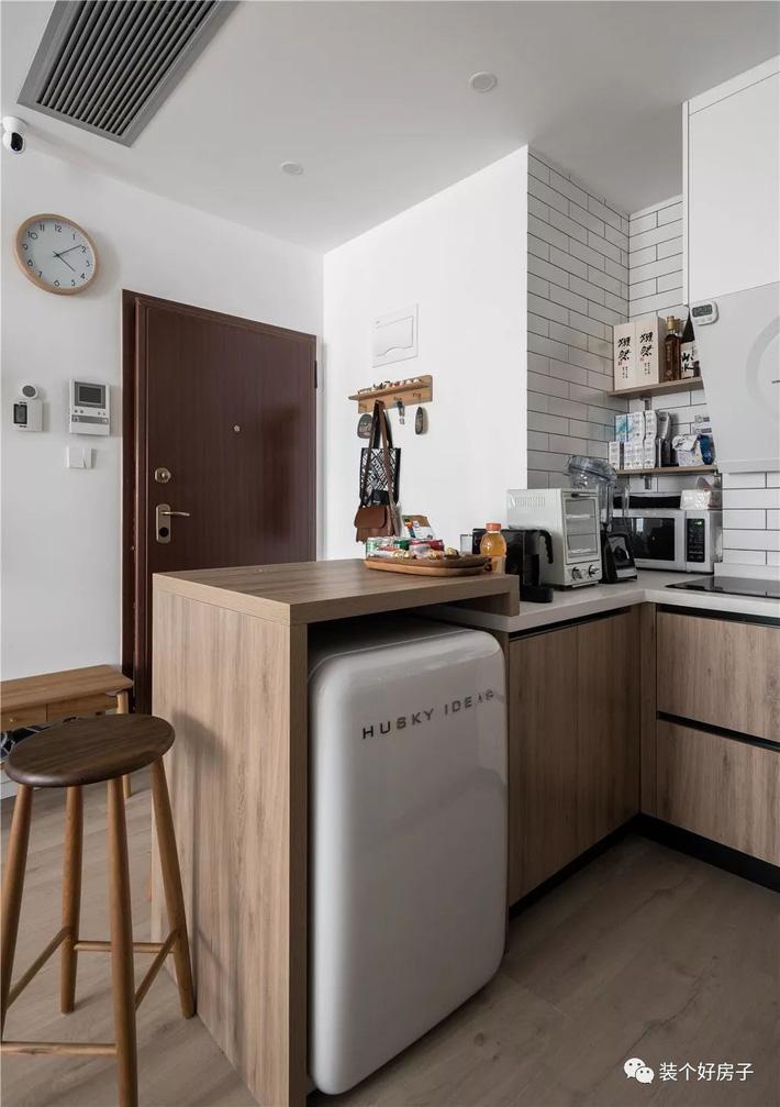 Căn hộ 60m² 'ghi điểm' với cách thiết kế và bố trí nội thất rất khoa học của cặp vợ chồng trẻ - Ảnh 4