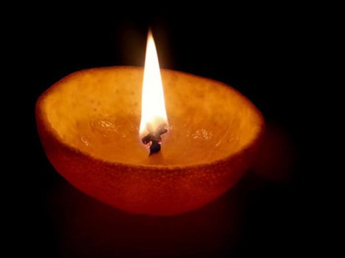 Nến thơm từ vỏ cam không chỉ tạo hương thơm mà còn có tác dụng đuổi muỗi