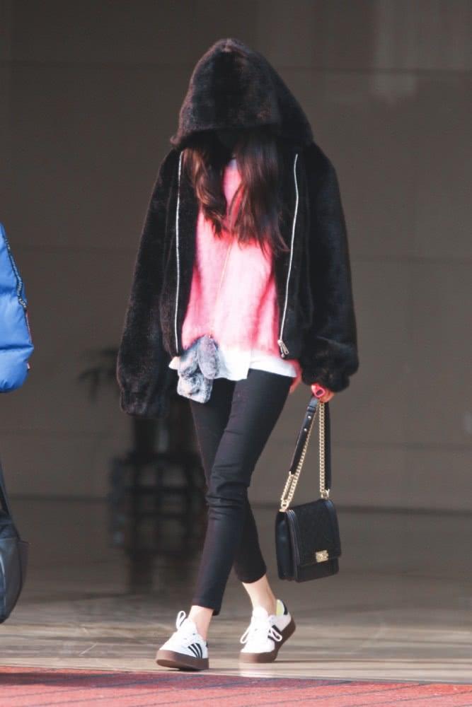 Từng là 'nữ hoàng thời trang sân bay' nhưng giờ đây Dương Mịch lại khiến fan xót xa thế này đây - Ảnh 3