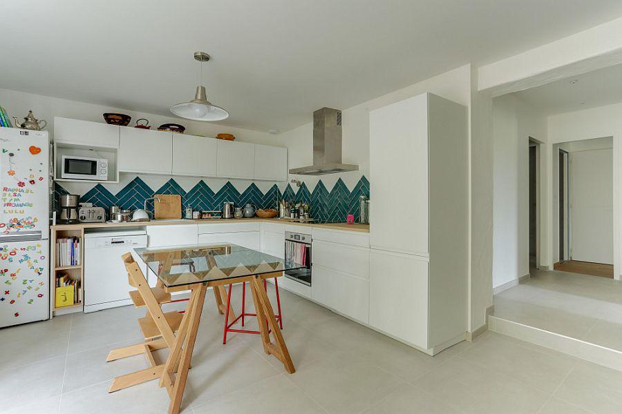 Những gam xanh tối màu tuyệt đẹp cho căn bếp hiện đại: Sạch, nổi bật và sang trọng khi kết hợp khéo léo với gam màu trắng và ánh sáng đèn trang trí - Ảnh 10