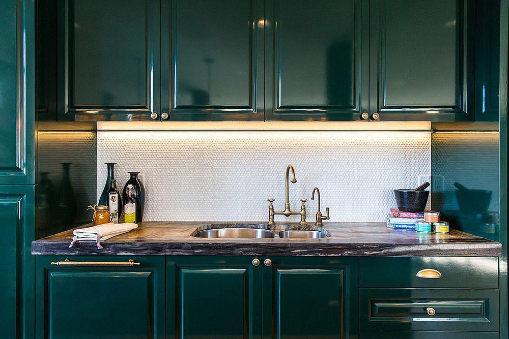 Những gam xanh tối màu tuyệt đẹp cho căn bếp hiện đại: Sạch, nổi bật và sang trọng khi kết hợp khéo léo với gam màu trắng và ánh sáng đèn trang trí - Ảnh 11