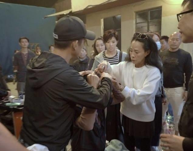Châu Nhuận Phát vỡ đầu khâu 5 mũi ở phim trường nhưng hành động sau đó mới gây chú ý - Ảnh 3