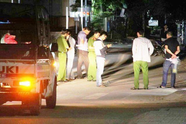 Hai nhóm thanh niên dùng vỏ chai bia hỗn chiến ở quán nhậu Sài Gòn, 1 người tử vong - Ảnh 1