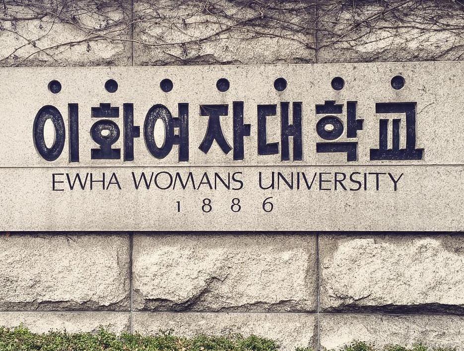 Kiến trúc độc lạ ở ngôi trường chỉ có nữ giới lớn nhất Hàn Quốc - Ảnh 1