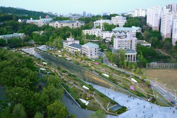 Kiến trúc độc lạ ở ngôi trường chỉ có nữ giới lớn nhất Hàn Quốc - Ảnh 4