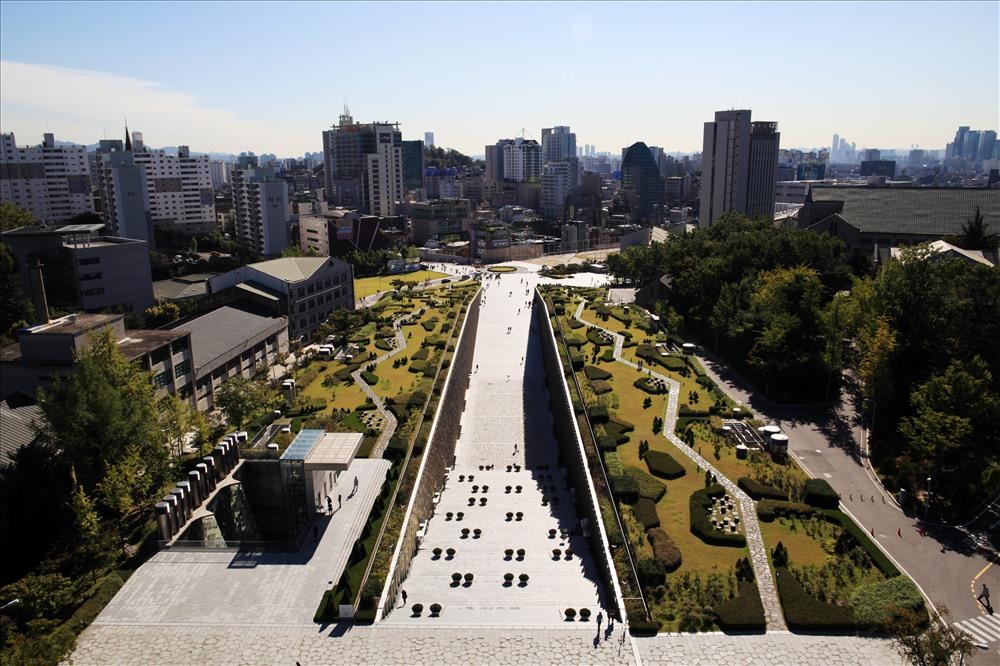 Kiến trúc độc lạ ở ngôi trường chỉ có nữ giới lớn nhất Hàn Quốc - Ảnh 5