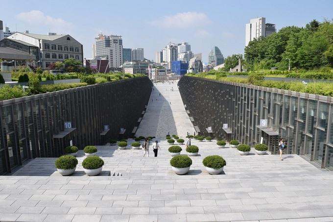 Kiến trúc độc lạ ở ngôi trường chỉ có nữ giới lớn nhất Hàn Quốc - Ảnh 6