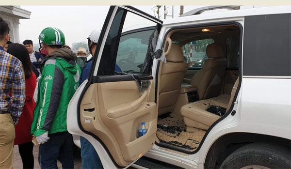 Thanh niên 8X giả lái xe Grab đập kính Lexus trộm đồ hàng trăm triệu - Ảnh 1