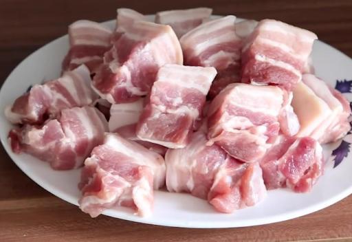 Thịt kho tiêu ngon đậm, béo ngậy với cách làm đơn giản - Ảnh 2