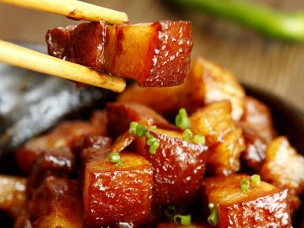 Thịt kho tiêu ngon đậm, béo ngậy với cách làm đơn giản - Ảnh 7
