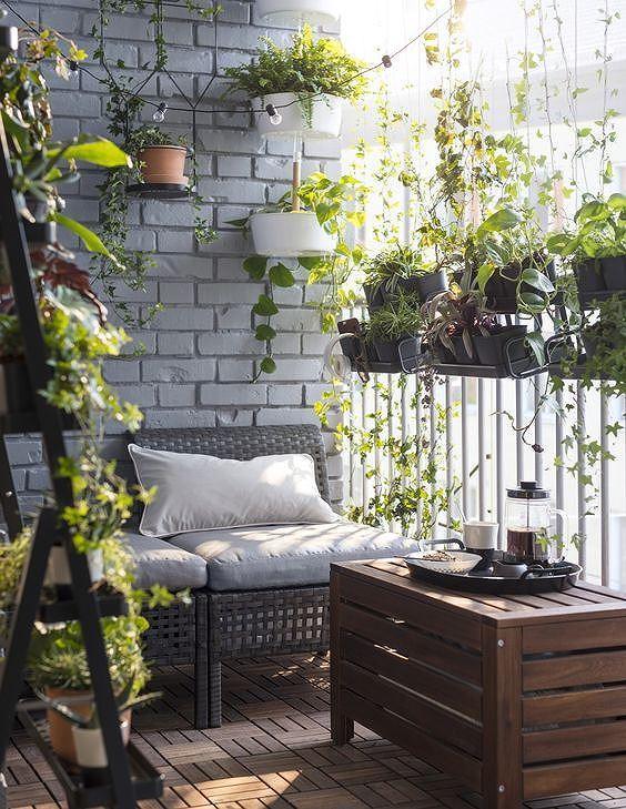 Ý tưởng trang trí ban công chung cư vừa đẹp vừa an toàn - Ảnh 1