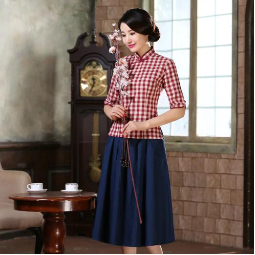 Áo sườn xám ngắn kết hợp cùng chân váy đơn giản