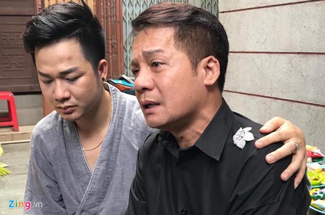 Cha Anh Vũ bần thần, bật khóc ở tang lễ con trai - Ảnh 4