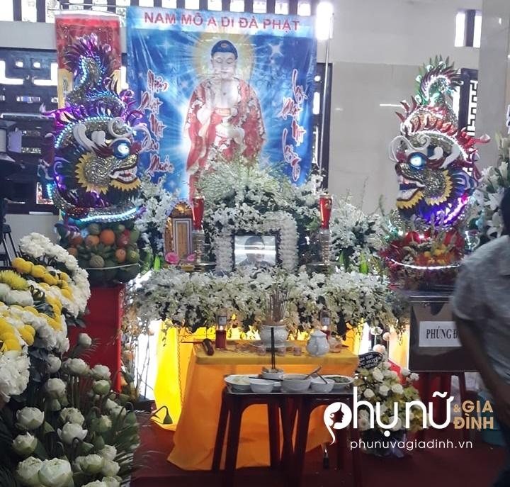 Ngọc Lan bức xúc trước cảnh nhiều người đu bám, chụp ảnh cười đùa tại đám tang Anh Vũ - Ảnh 1
