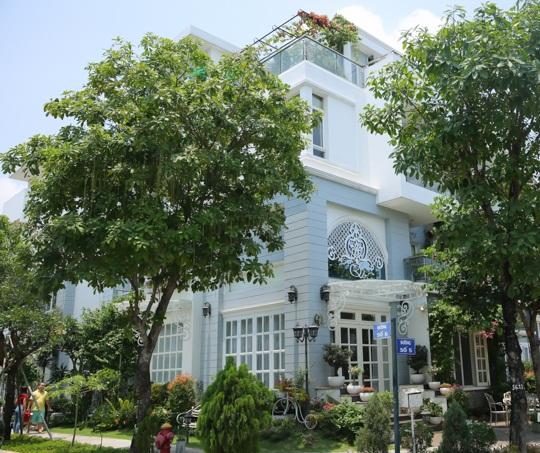 Choáng ngợp với cuộc sống sang chảnh trong căn biệt thự triệu đô của vợ chồng Thúy Hạnh - Minh Khang - Ảnh 2