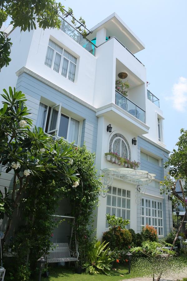 Choáng ngợp với cuộc sống sang chảnh trong căn biệt thự triệu đô của vợ chồng Thúy Hạnh - Minh Khang - Ảnh 3
