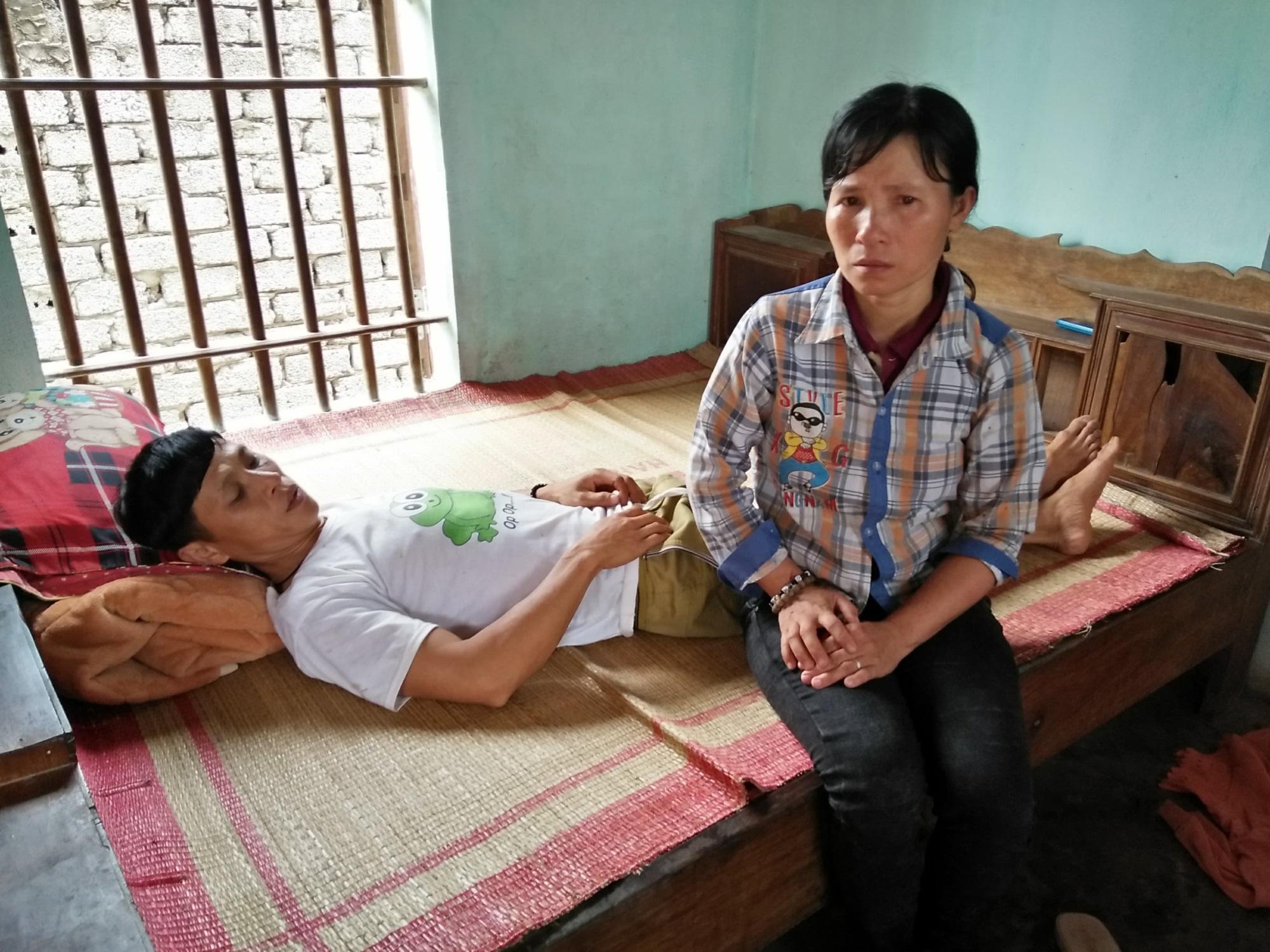Người phụ nữ phu gạch nuôi chồng con bệnh tật, thơ dại: Gánh nặng oằn vai - Ảnh 2