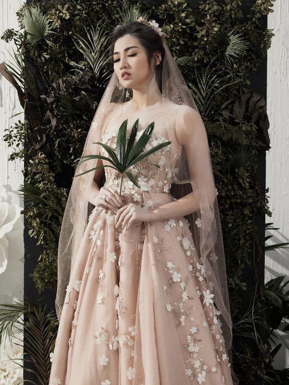 Trước tin đồn bạn trai cũ sắp cưới Á hậu Tú Anh, Văn Mai Hương có phản ứng lạ - Ảnh 1